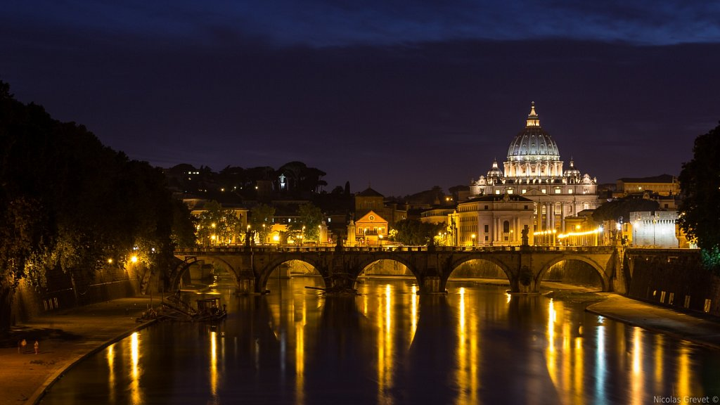Basilica di San Pietro in Vaticano by night