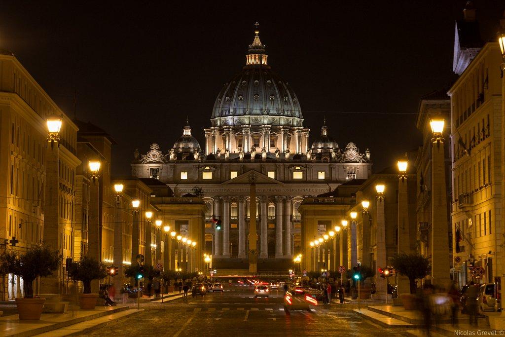 Via della Conciliazione by night
