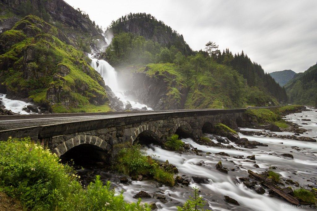 Låtefossen waterfall