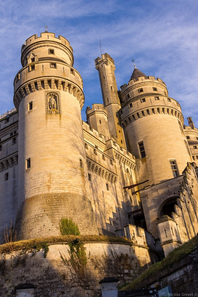 Pierrefonds castle sunset