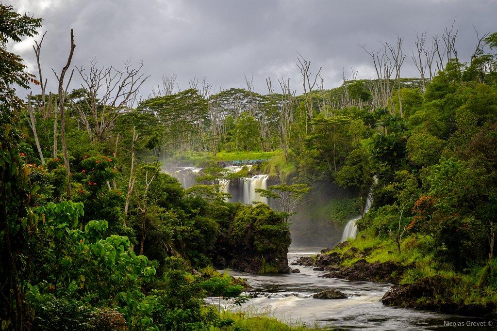 Peʻepeʻe Falls